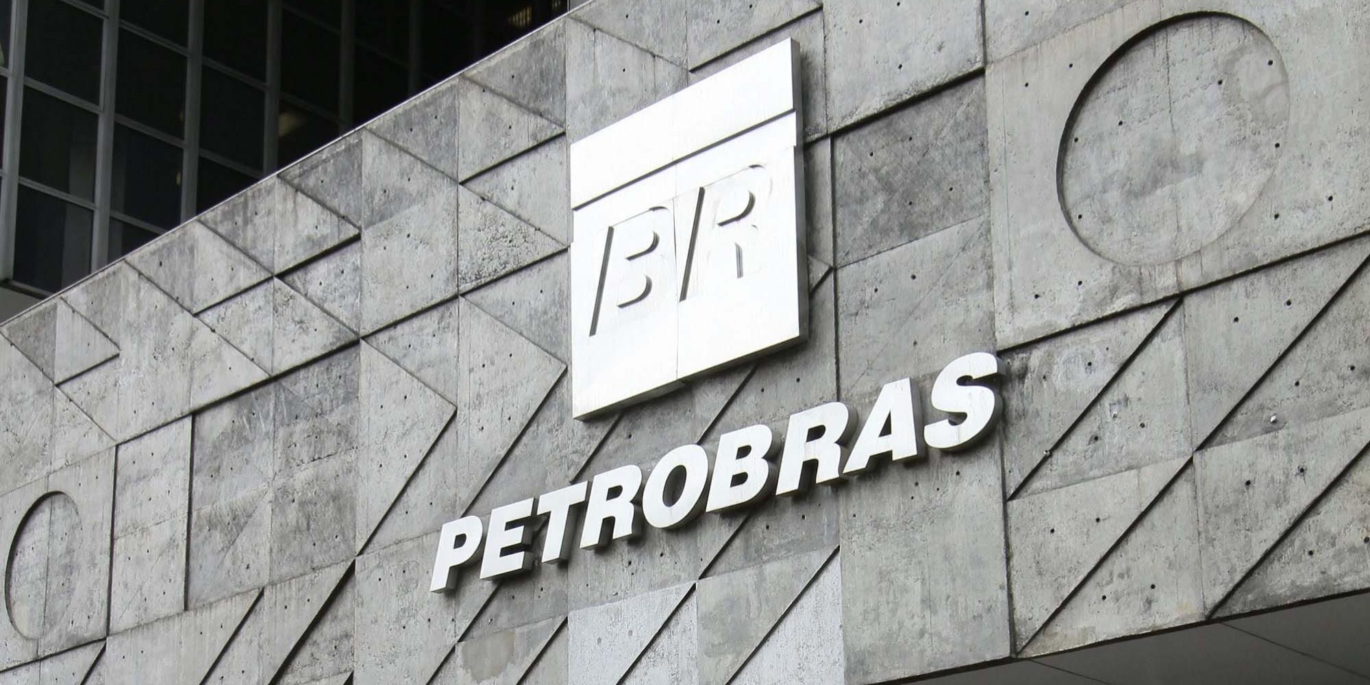 Petrobras Deve Investir Em Energia Renovavel. Energia Solar, Energia Eólica, Painel Fotovoltaico, Painel Solar, Instalação.