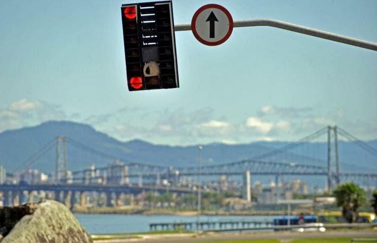 Florianópolis Vai Instalar Painéis Solares Em Sinaleiras